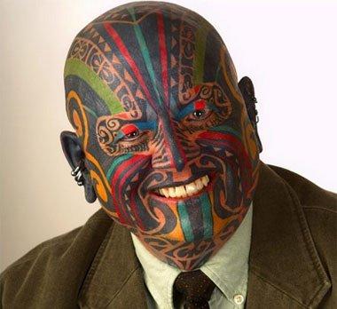 Такую татуировку придется выводить очень и очень долго.
